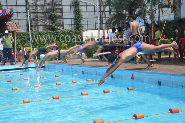 Yong Swimmers Rule The Pool In Dist Level Contest