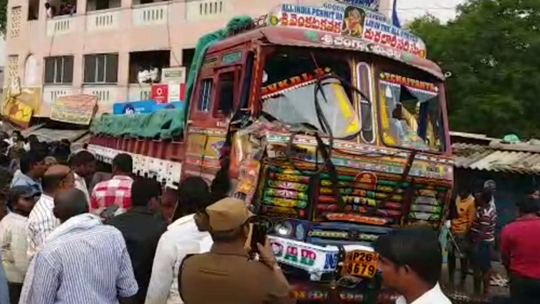15 killed, 16 injured as truck ploughs into crowd in Andhra's Chittoor