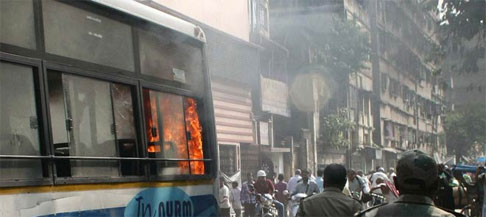 5 killed as running bus catches fire near bhubhaneshwar