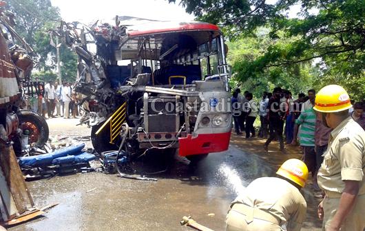 Bengaluru: KSRTC bus-lorry crash kills one | Coastaldigest