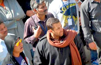 salman khan resumes bajrangi bhaijaan shoot in kashmir