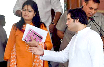 Varun Gandhi's supporters pelt stones at Allahabad BJP MP's house