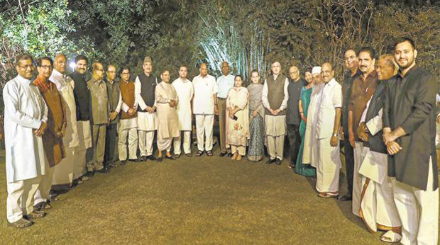 Anti-BJP front on the menu at Sonia's opposition dinner meeting